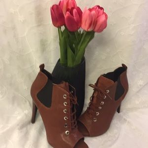 Nine West Boots W/ Peep Toe Rust/Black Lace-Up 11M